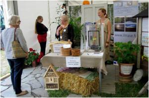 Ilmastonmuutos ja maaseutu-hanke esittäytyi Farmarissa. Pisteellä päivystämässä Riitta Savikko ja Karoliina Rimhanen. Kuva: Maria Hyvönen/ MTT:n arkisto