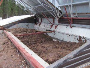 Kananlanta on sekä ravinnepitoinen että energiapitoinen raaka-aine biokaasutukseen. Kuva: Marjut Suontausta, Juvan Bioson Oy.