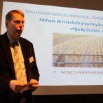Maanviljelijä Markus Eerola kertoi, miten ilmastokysymyksillä on merkitystä viljelijöiden arkeen.