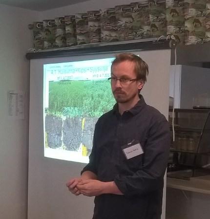 Tuomas Mattila kertoi maan kasvukunnosta. Kuva: Elina Nurmi.