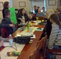 Keskustelua ravinteiden kierrätyksestä. Kuva: Riitta Savikko.